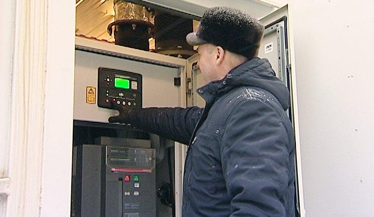 Такой мощный дизель-генератор самостоятельно может работать в течение восьми часов