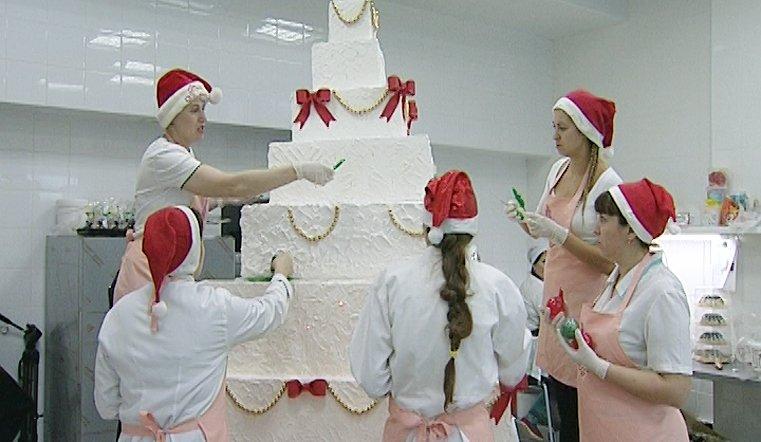 Это самый высокий торт в Челябинске