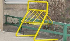Велопарковки появились и возле муниципальных объектов: