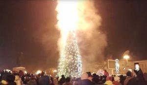 В Южно- Сахалинске сгорела ёлка