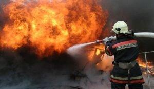 В Челябинске сгорел деревообрабатывающий цех