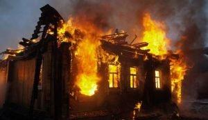На Южном Урале огонь уничтожил дом в селе Большое Баландино