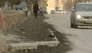 Жалобы на грязь на тротуарах и вдоль обочин