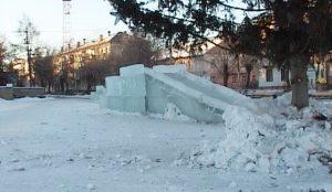 Опасный ледовый городок в Чебаркуле
