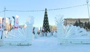В челябинском ледовом городке этой зимой можно было свернуть не только горы, но и шею