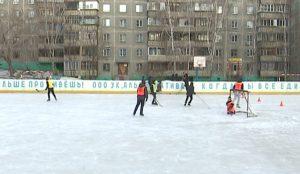 Спортплощадка в одном из дворов на улице Хохрякова полна детей