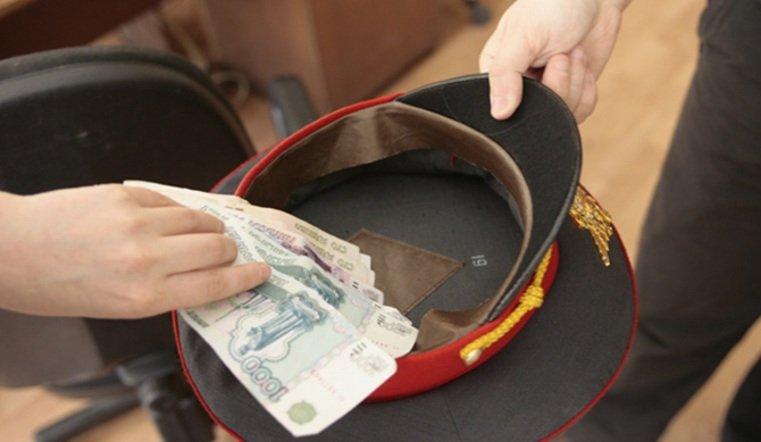 ВЧелябинске оштрафовали экс-полицейского, тянувшего деньги изнесовершеннолетнего преступника