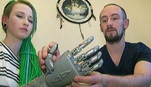 Электронная рука двигается почти как настоящая