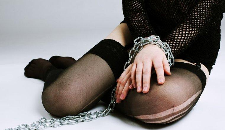 13-летнюю девочку пытались богатому педофилу