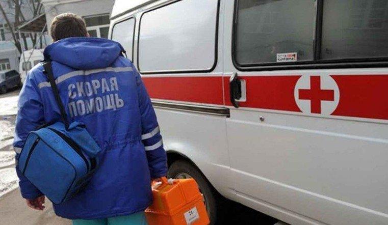 В Челябинске не смогли спасти упавшую на улице пенсионерку