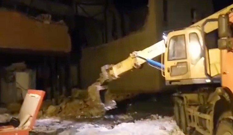 Обрушились плиты перекрытия