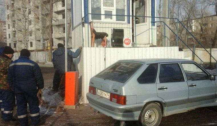 В Челябинске пошла под снос незаконная автостоянка