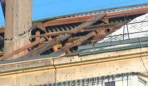 Посреди зимы подрядчик разобрал крышу