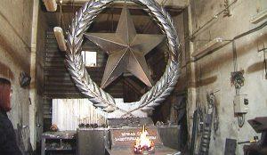 Челябинский кузнец создает памятник защитникам Отечества