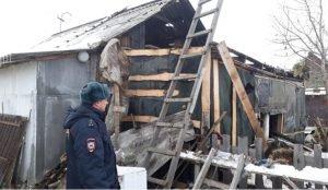 Двое полицейских в Увельском районе спасли от огня людей