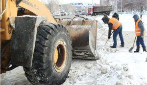 Снег убирают с улиц Челябинска 12 февраля