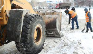 В Челябинске очищают дороги 100-150 машин