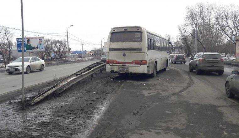 80-летний пешеход умер под колёсами рейсового автобуса вЧелябинске