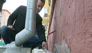 Штукатурка отслаивается, отмостка отходит от стен