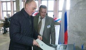 Дубровский голосует