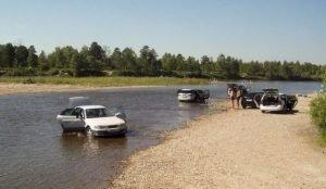 В России хотят повыить штрафы за мойку машин в водоемах