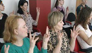 Соцработников обучают обучат жестовому языку