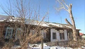 Ветхий дом в деревне Новое поле