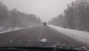 Из-за снега сложно проехать по трассе М-5