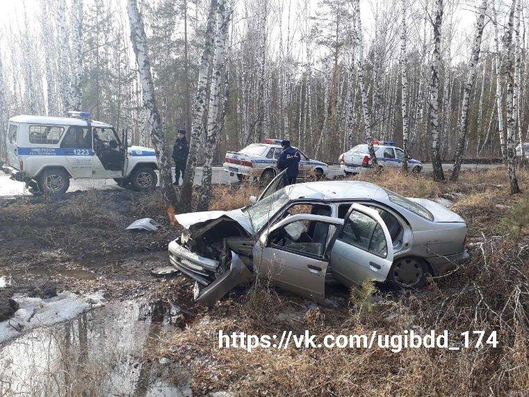 ВЧелябинске нетрезвый шофёр на«Ниссане» врезался вдерево