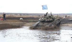 На Чебаркульском полигоне полным ходом идет танковый биатлон