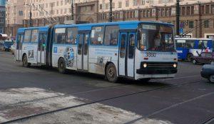 В Челябинске в Родительский день работает дополнительный транспорт
