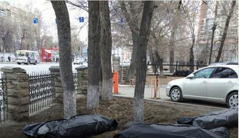 Насубботнике вЧелябинске сор складывали вмешки для трупов