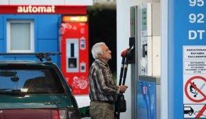Почему в стране дорожает бензин?
