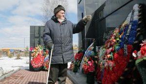 Десятки лет Владимир Григорьев просил местных чиновников вписать имя погибшего героя на стелу