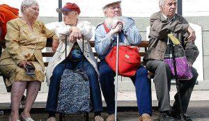 Пятеро пенсионеров в возрасте 100 работают в России