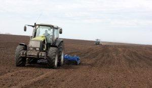 Южноуральские аграрии опережают по темпам сева другие регионы Урала
