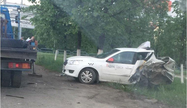 Такси попало в аварию в Миассе