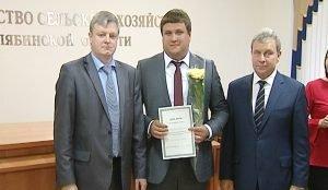 Минсельхоз региона вручил сертификаты на получение грантов