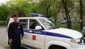 Полицейский в Магнитогорске вынес из горящего дома бабушку