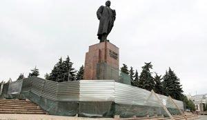 Памятник Ленину в Челябинске закрыли на реконструкцию