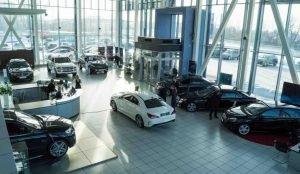 Дилерскому центру Mercedes не понравилась реклама Lexus