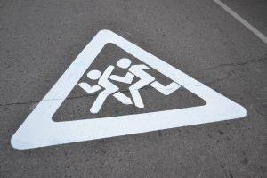 В Челябинске мэрию обязали поставит дорожные знаки у школ