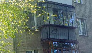 В Челябинске пожарные сняли ребенка с окна на 3 этаже