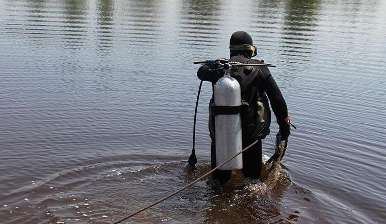 Тело утонувшего подростка достали из воды на Голубом карьере
