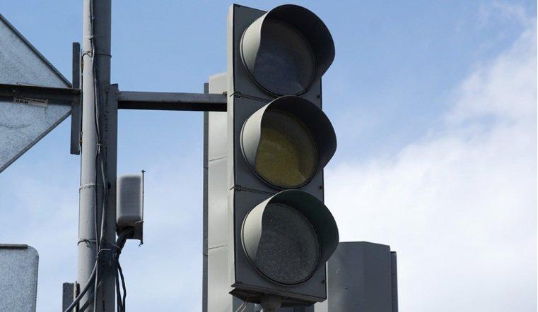 Три светофора отключили в Челябинске из-за ремонта