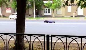 Житель Магнитогорска отжался на проезжей части