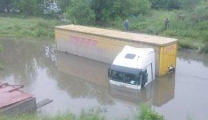 Фура утонула после ливня в Челябинске
