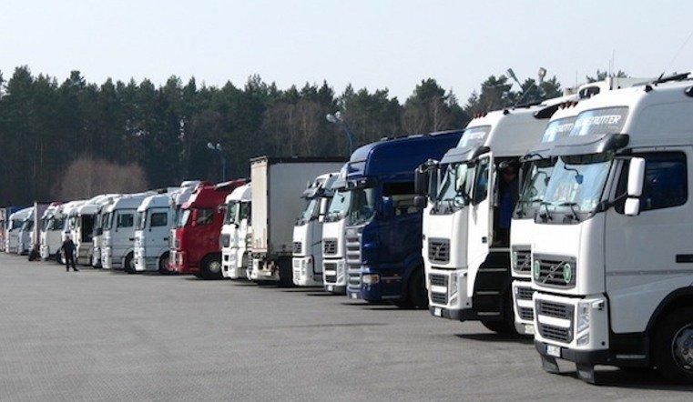 На южоуралских трассах ограничили движение для грузовиков