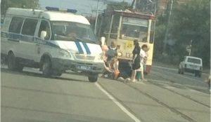 В Челябинске машина сбила кондуктора