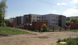 В детском садике в Челябинске строители уничтожили всю зелень